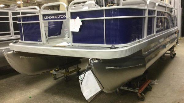 Bennington SV 18 Fishing