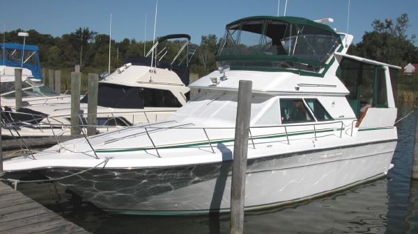 Sea Ray 38 AFT CABIN