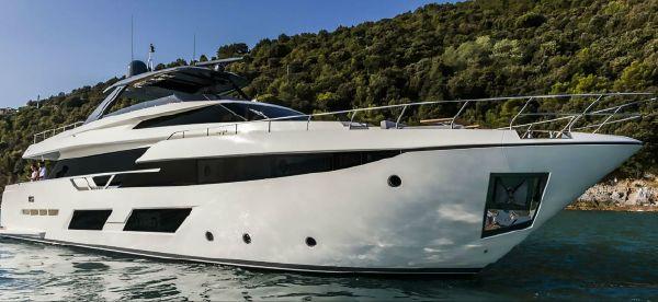 Ferretti Yachts 920 image