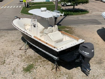 Hunt Yachts Surfhunter 25 CC image