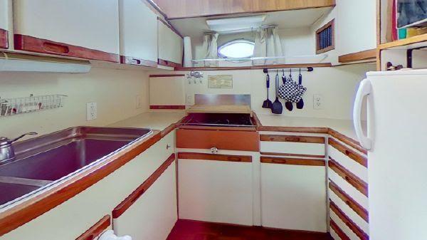 Aquarius Aft Cabin Motoryacht image