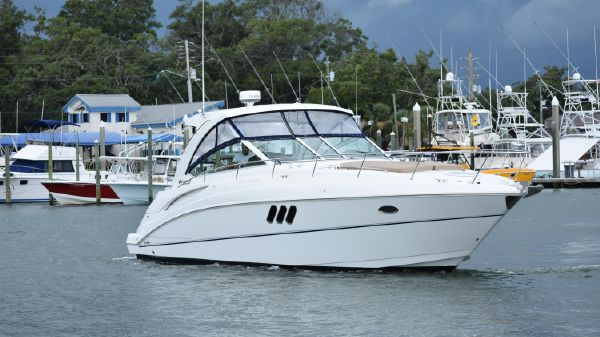 Cruisers Yachts 380 Express