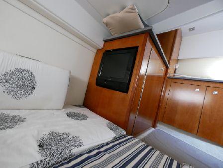 Cruisers Yachts 447 Sport Sedan. image