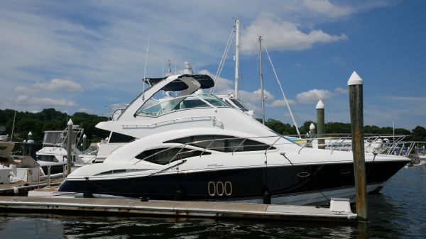 Cruisers Yachts 447 Sport Sedan.