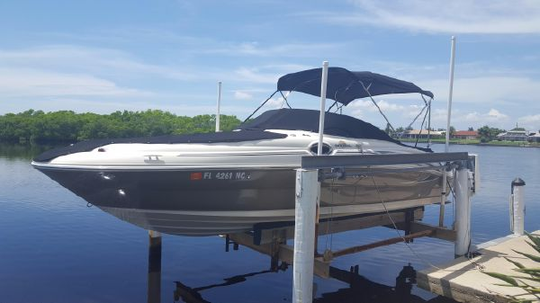 Sea Ray 240 Sundeck Lift Kept, Professionally Maintained!