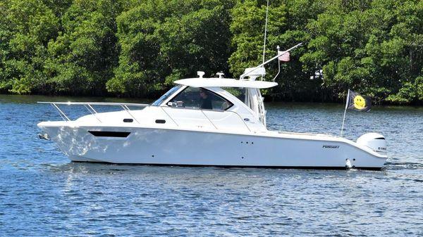 Pursuit 325 Offshore