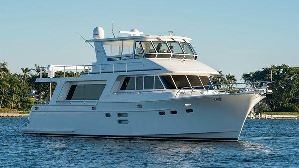 Hampton Endurance 640 LRC Starboard Profile