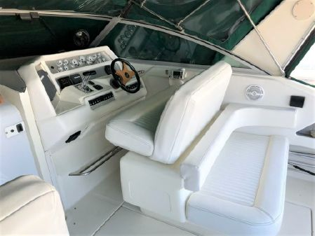 Sea Ray 370 image