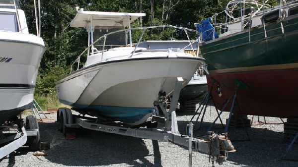 Boston Whaler 22 Outrage Cuddy