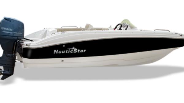 NauticStar 193SC Deck