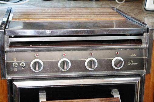 Matthews fiberglass flybridge Sportfish image