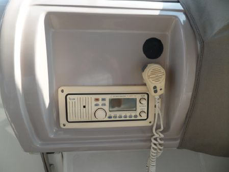 Regal 402 Commodore image