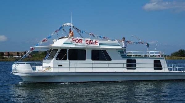 Gibson Cabin Yacht Houseboat