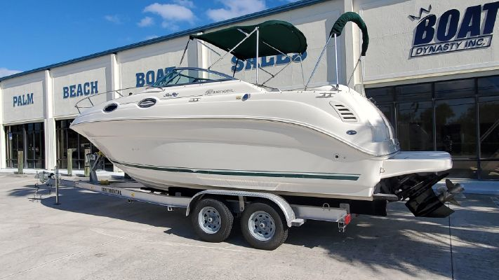 Sea Ray 240 Sundancer - main image