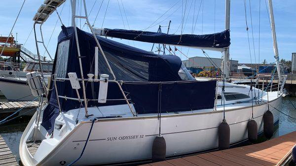 Jeanneau Sun Odyssey 32 with lifting keel