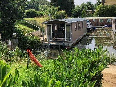 Houseboat Pontoon houseboat 40 image