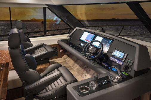 Riviera 545 SUV image