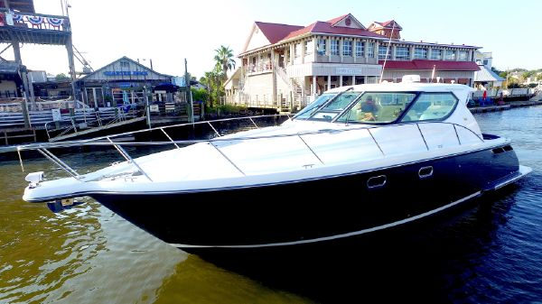 Tiara 4300 Sovran Port Bow