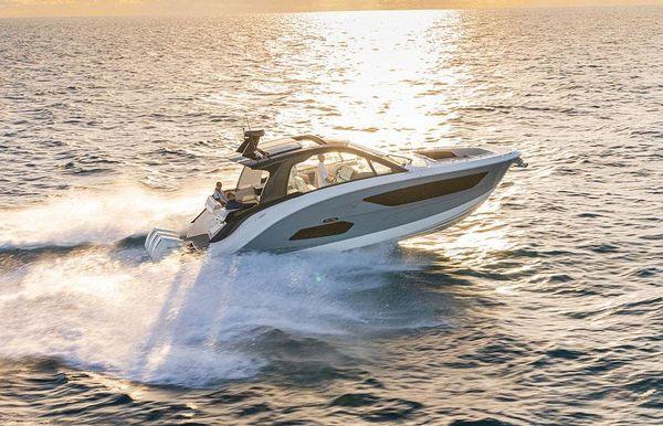 2022 Sea Ray Sundancer 370