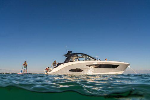 Sea Ray Sundancer 370 image