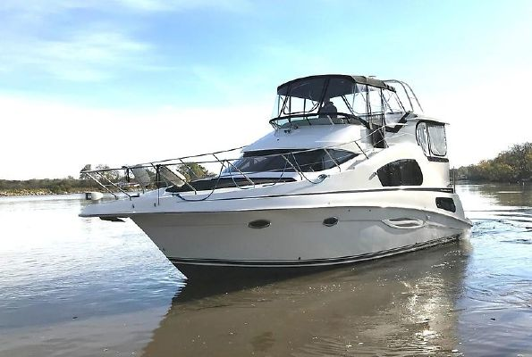 Silverton 39 Motor Yacht - main image