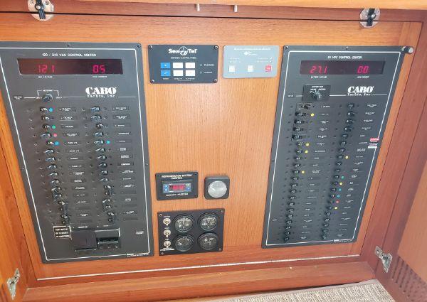 Cabo 47 Flybridge image