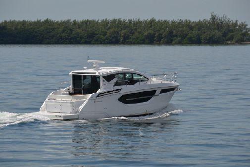 Cruisers Yachts 42 Cantius image