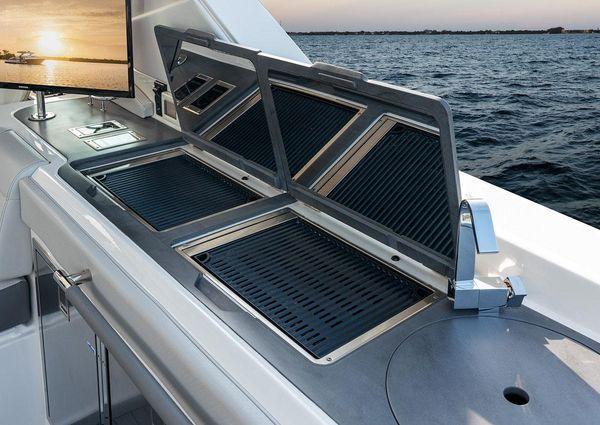 Sea Ray SLX 400 image