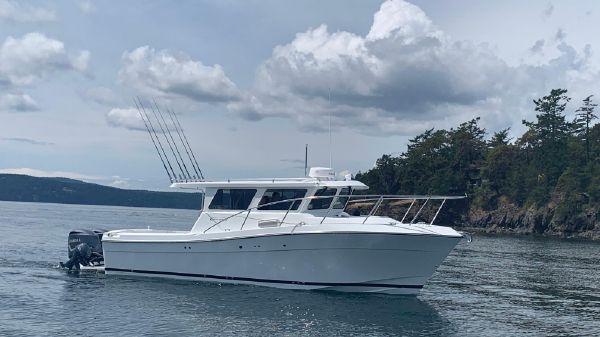 Ocean Sport Roamer 30' Outboard