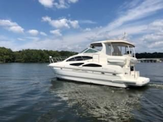 Cruisers Yachts 415 Express Motoryacht