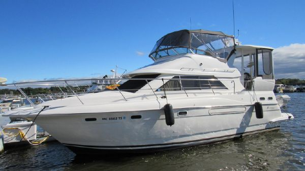 Cruisers 375 Motor Yacht