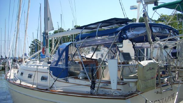 Island Packet 380 Portside Forward