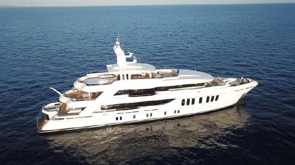 CMB Yachts 3 Deck