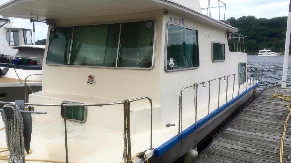Harbor Master Houseboat