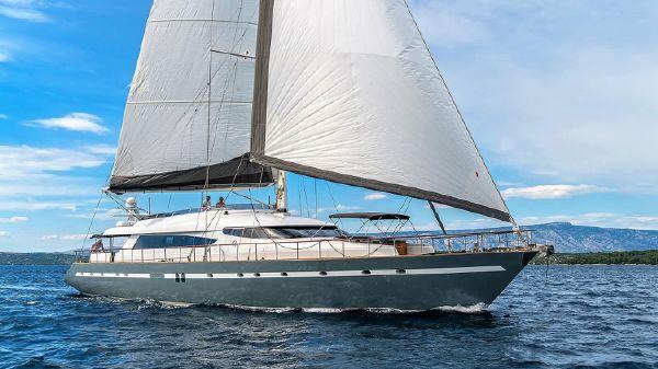 CMB Yachts 114