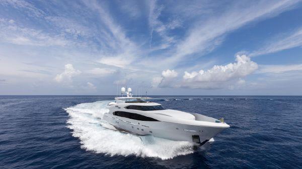 Trinity Yachts  Finish Line