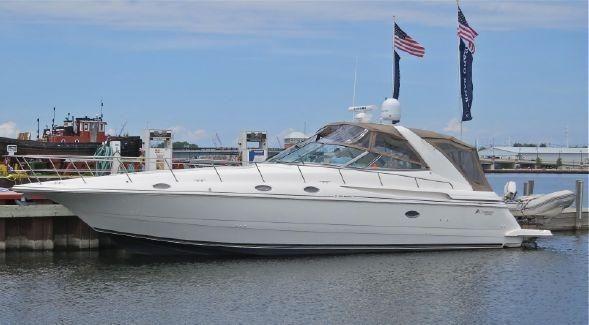 Cruisers Yachts 4270 Express image