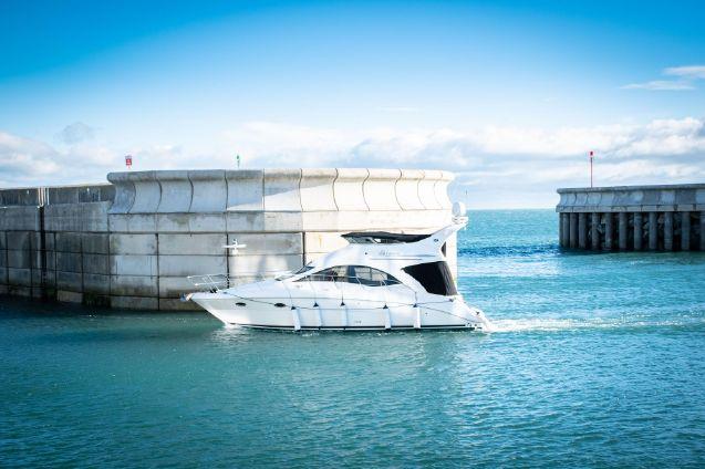 Sea Ray 375 Sedan Bridge image