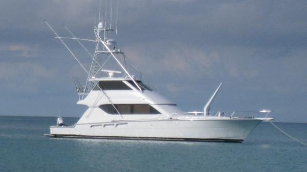Hatteras Enclosed FB Sportfish