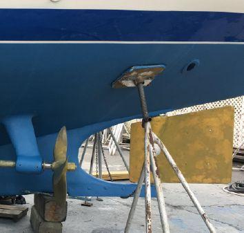 Trumpy Classic fiberglass hull image