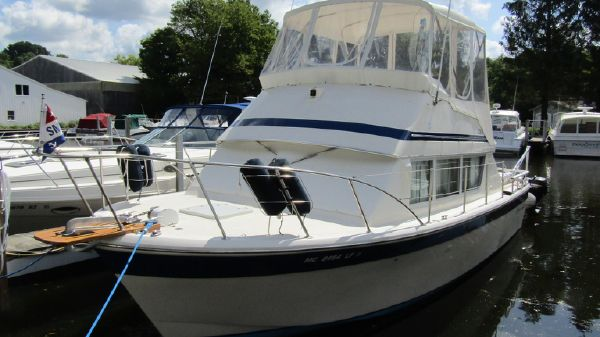 Chris-Craft 331 Corinthian