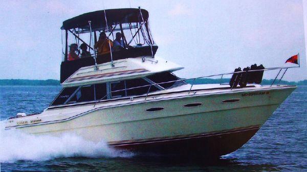 Sea Ray 300 Sedan Bridge At Cruise