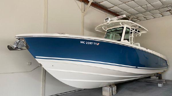 Boston Whaler 33 OUTRAGE