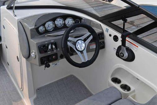 Stingray 235 LR image