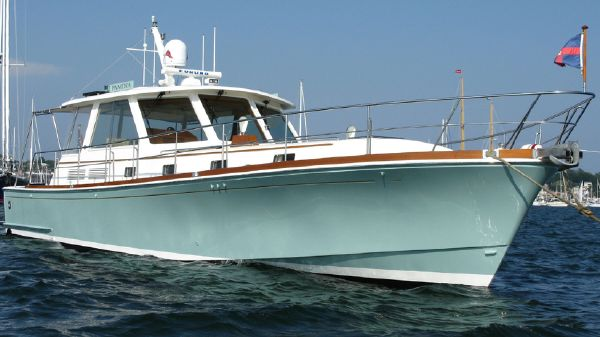 Grand Banks Eastbay HX Starboard Bow