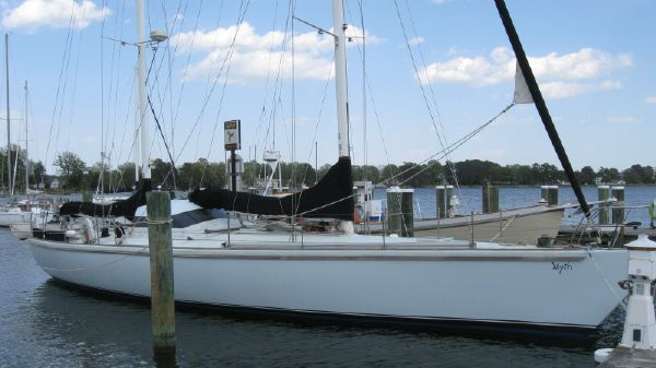 Custom Ketch Dashew Style Custom 55 Custom 55 - at the dock
