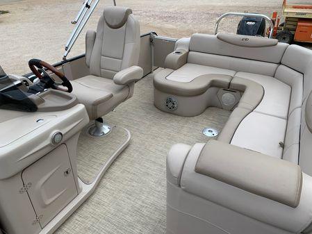 Avalon Ambassador Rear J Lounge - 25' image