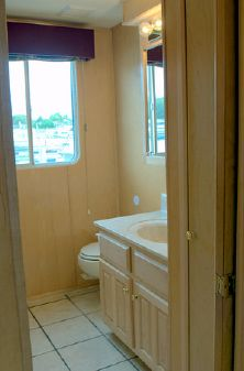 Lakeview HOUSEBOAT 79 X 18 image
