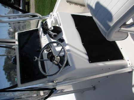Mako 19 Center Console image