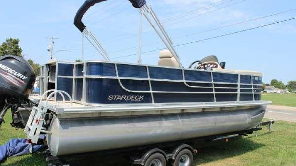 STARCRAFT MARINE Stardeck 216 Cruise-N-Fish